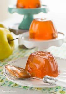 como-hacer-gelatinas-decoradas-con-manzanas-4