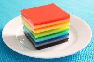 como-hacer-gelatina-artistica-roja-amarilla-y-verde-4