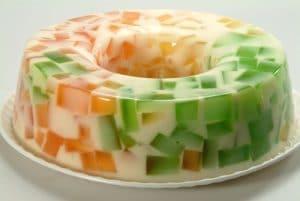 como-hacer-gelatina-de-mosaico-multicolor-5