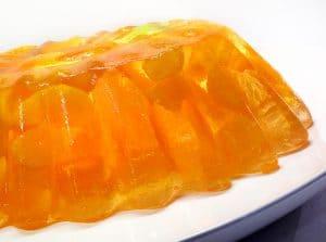 como-hacer-gelatina-con-frutas-de-naranja-natural-2