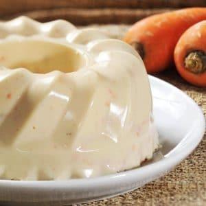 como-hacer-gelatina-casera-de-queso-con-salsa-de-fresa-2