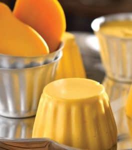 como-hacer-gelatina-con-frutas-mango-con-leche-condesada-4