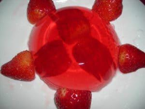gelatina de frutas con fresas y melocoton
