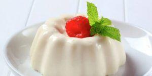 como-hacer-gelatina-de-leche-condesada-con-fresas-1