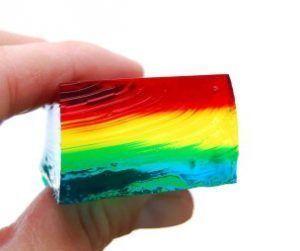 haciendo-gelatinas-de-colores-en-capas-1