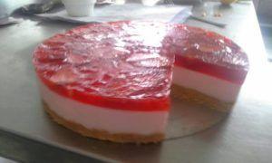 como hacer gelatinas con yogurt de fresa 3