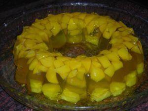 como hacer una gelatina con trozos de frutas 1