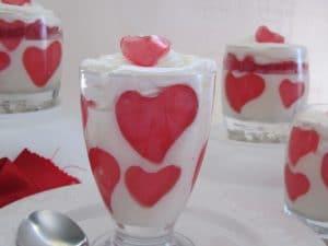 como-preparar-gelatina-de-mosaico-con-formas-de-corazones-3